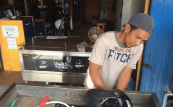 bisnis cuci helm